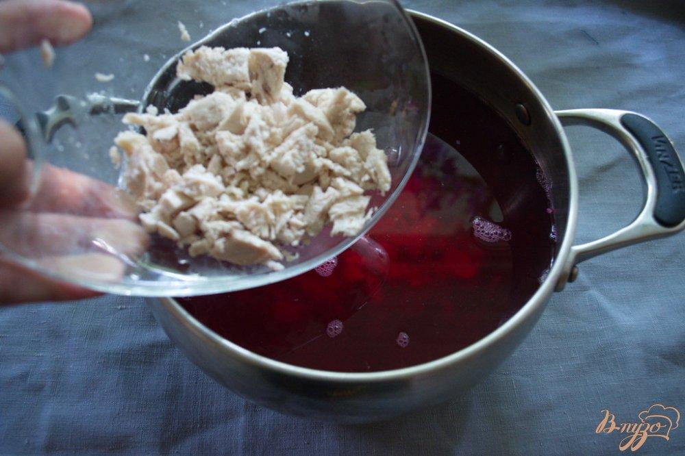 Фото приготовление рецепта: Свекольник холодный с курицей шаг №3