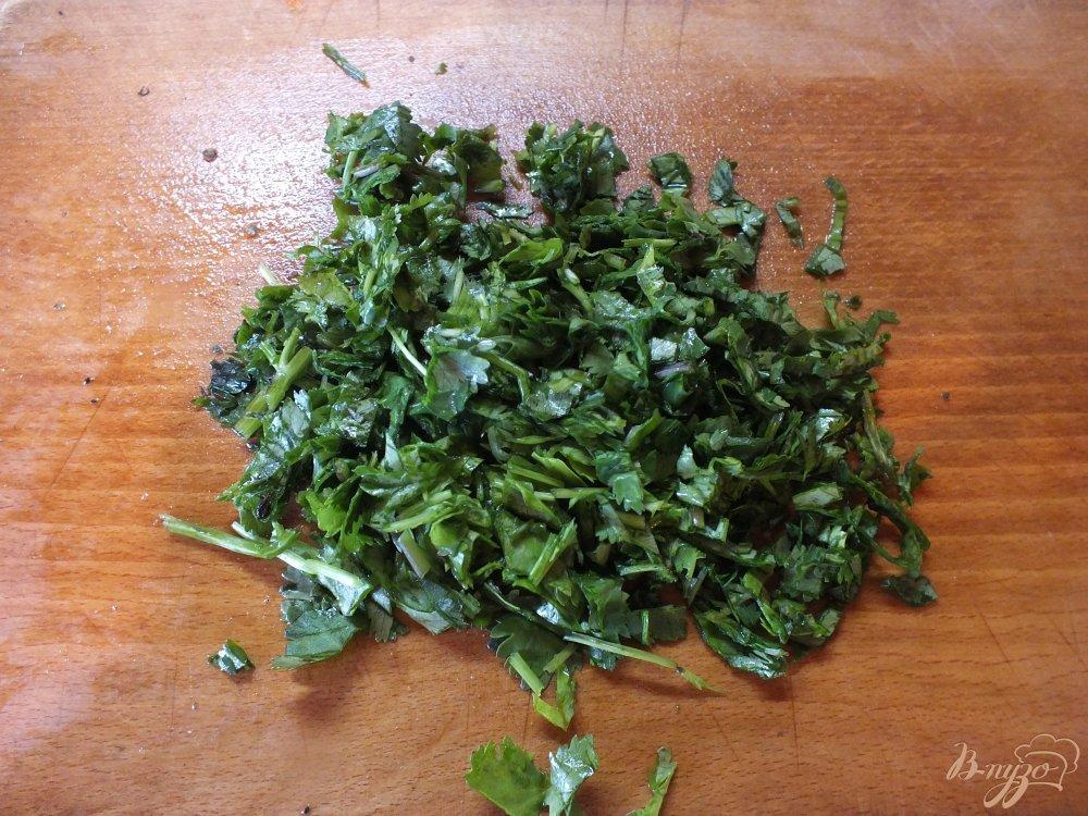 Фото приготовление рецепта: Салат из огурца с лаймом и кинзой шаг №4