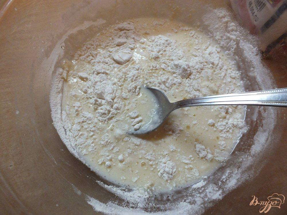 Фото приготовление рецепта: Мясные блины с помидором шаг №4