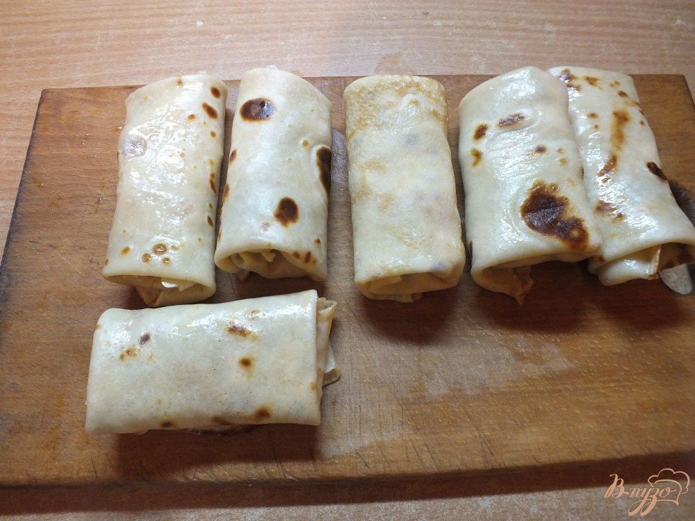 Фото приготовление рецепта: Мясные блины с помидором шаг №12