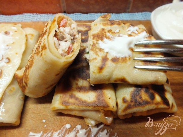 фото рецепта: Мясные блины с помидором