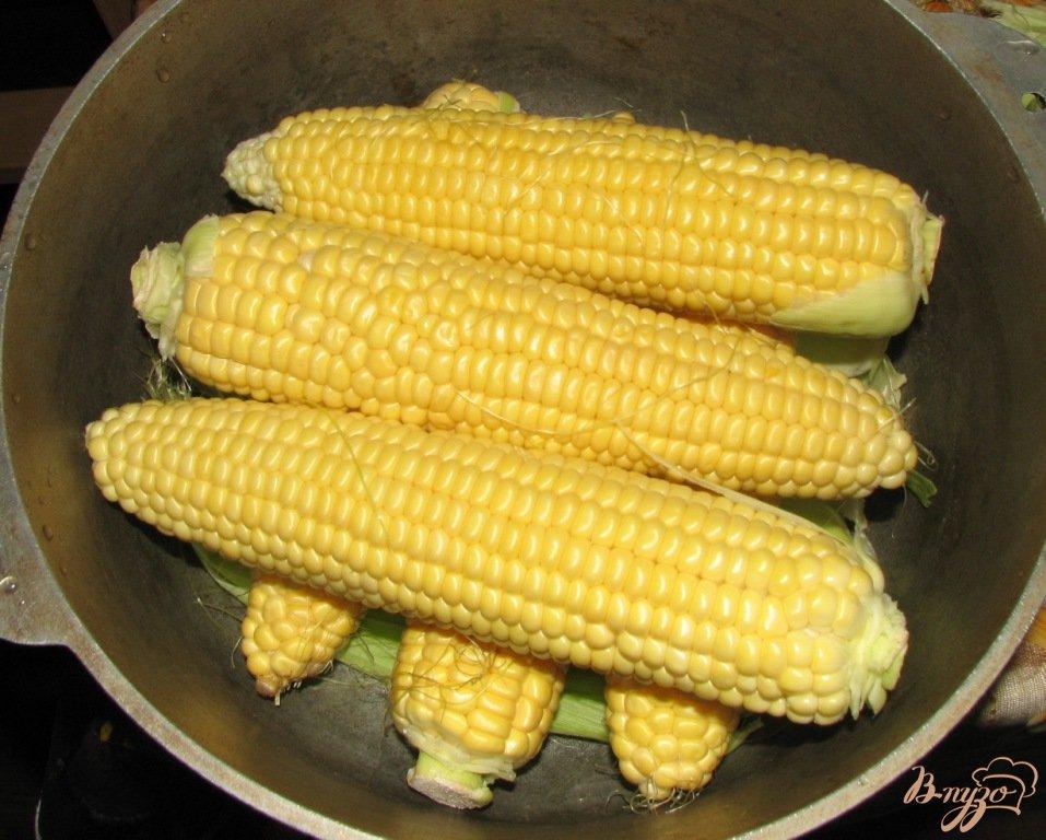 Фото приготовление рецепта: Вареная кукуруза по домашнему шаг №3