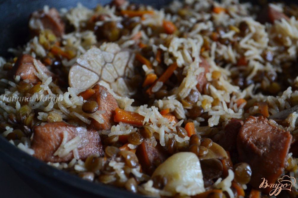 Фото приготовление рецепта: Плов с куриным мясом и чечевицей шаг №8