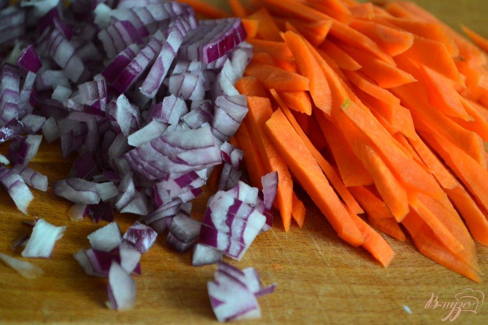 Фото приготовление рецепта: Плов с куриным мясом и чечевицей шаг №3