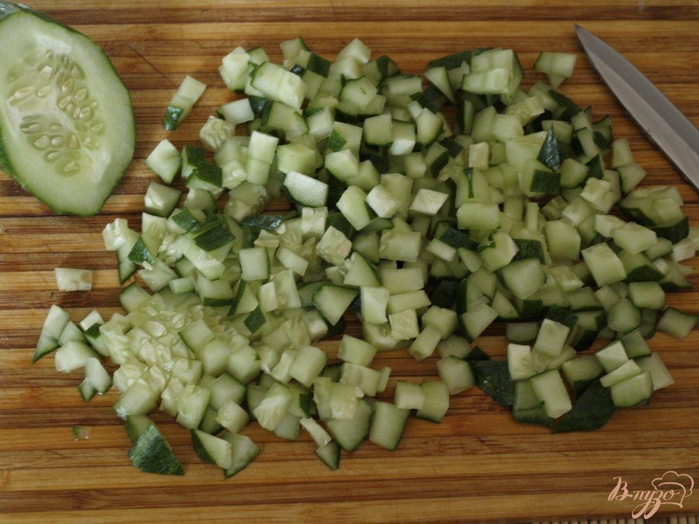 Фото приготовление рецепта: Окрошка в ледяной тарелке шаг №3