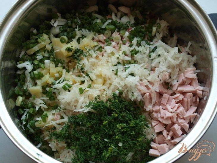 Фото приготовление рецепта: Окрошка в ледяной тарелке шаг №5