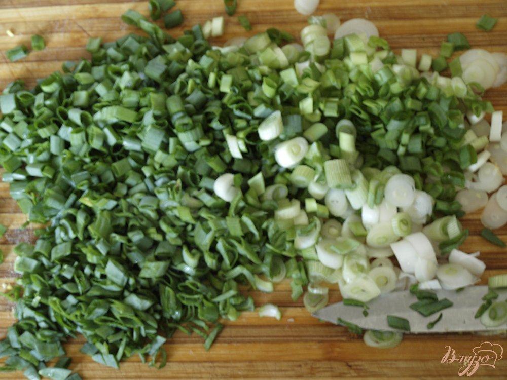 Фото приготовление рецепта: Окрошка в ледяной тарелке шаг №4