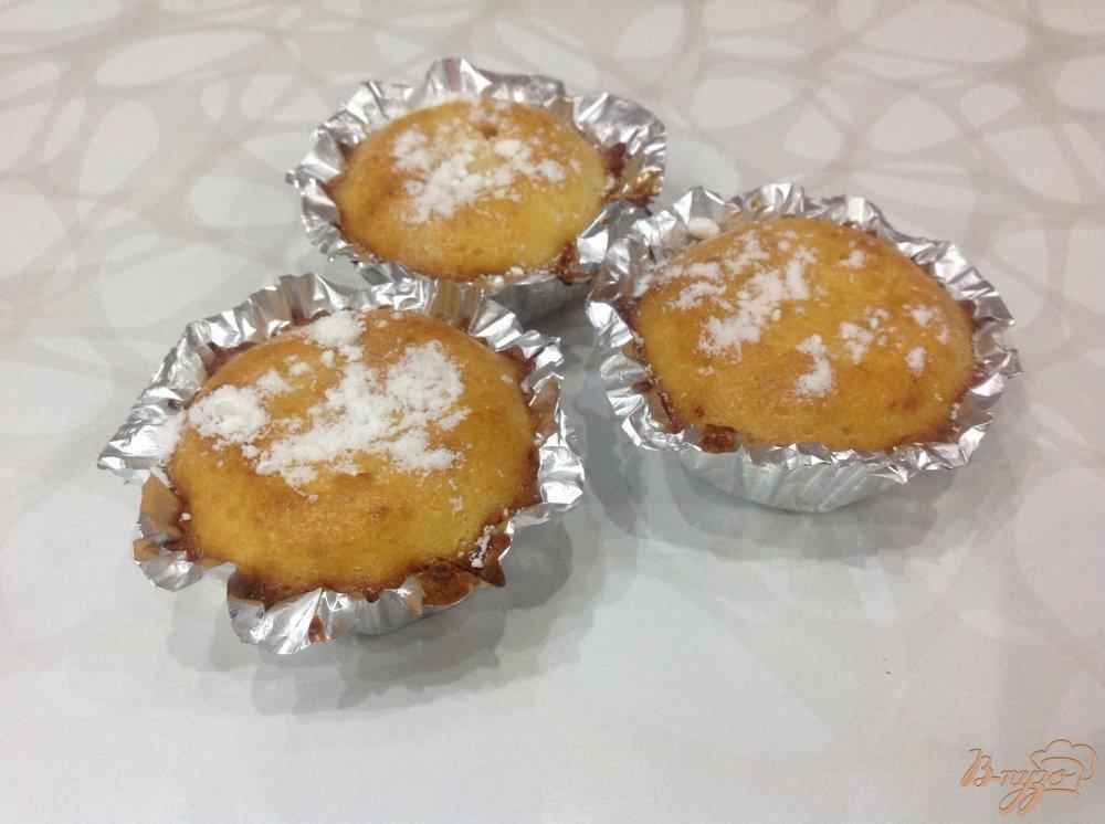 Фото приготовление рецепта: Кексы с творогом и изюмом шаг №7