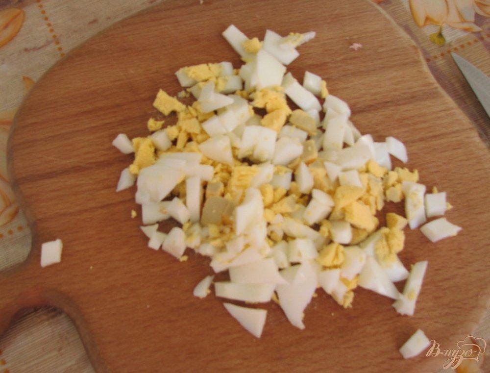 Фото приготовление рецепта: Летняя окрошка с квасом шаг №3