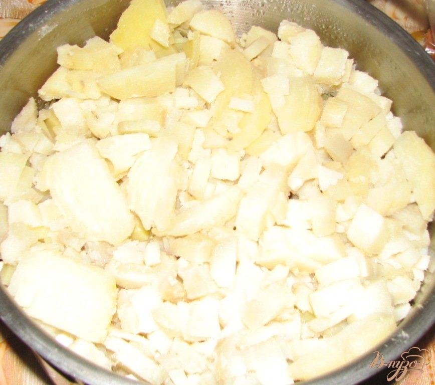 Фото приготовление рецепта: Летняя окрошка с квасом шаг №4