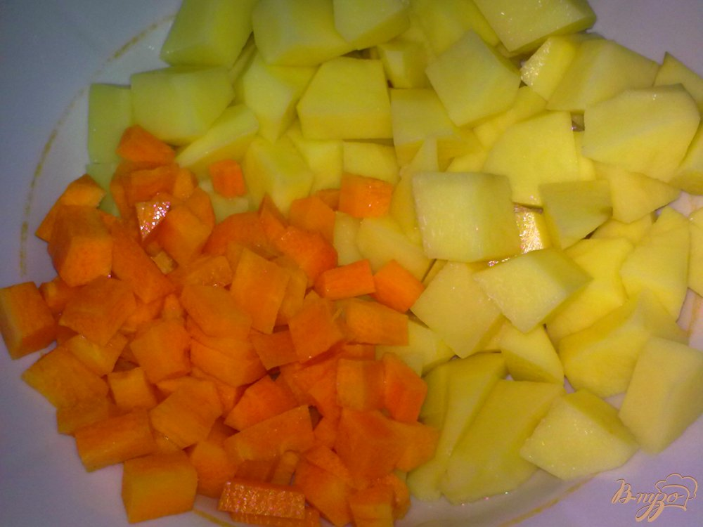 Фото приготовление рецепта: Суп сырный с шампиньонами шаг №1