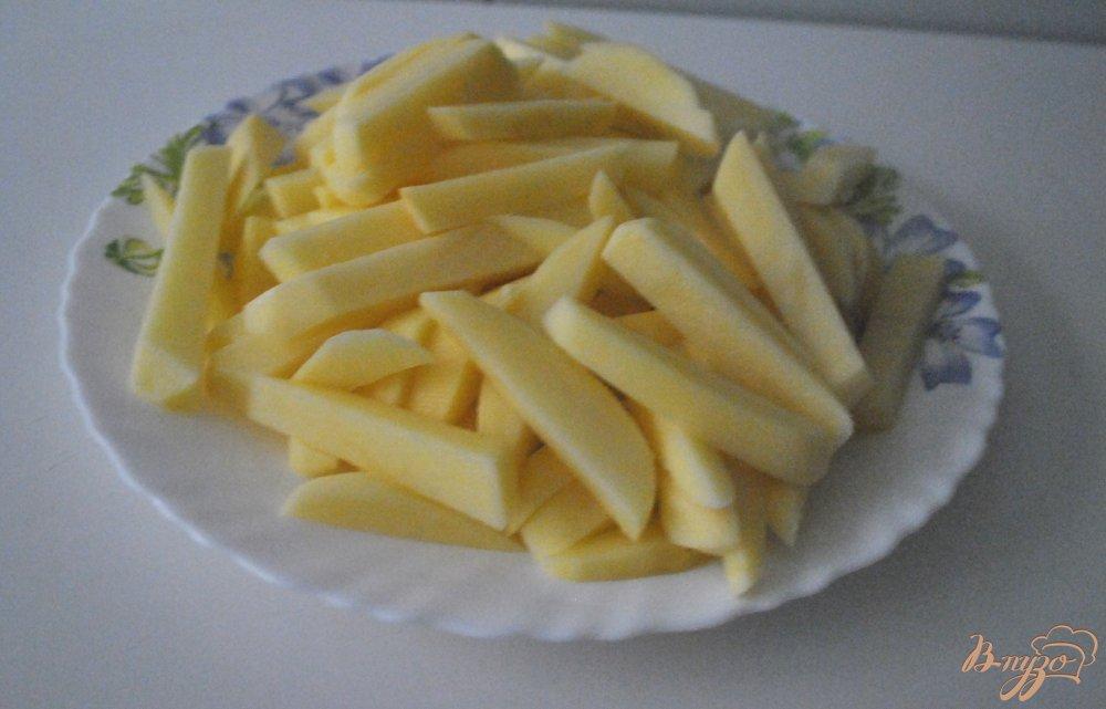Фото приготовление рецепта: Самый хрустящий картофель-фри шаг №2