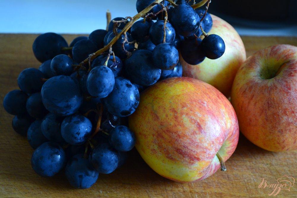 Фото приготовление рецепта: Виноградно-яблочный кисель с лавандой шаг №1