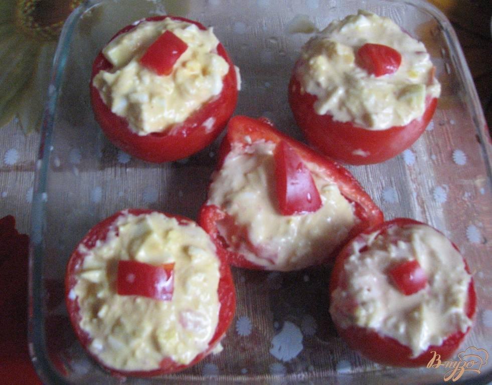 Фото приготовление рецепта: Помидоры фаршированые сыром шаг №5