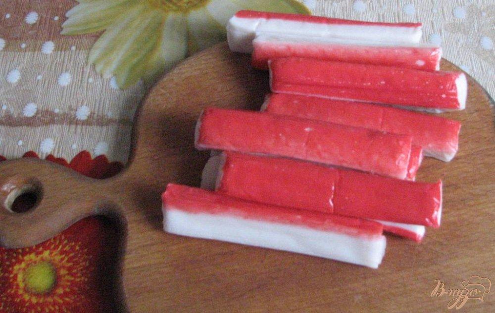 Фото приготовление рецепта: Рулет из лаваша и крабовых палочек шаг №1