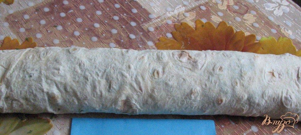Фото приготовление рецепта: Рулет из лаваша и крабовых палочек шаг №8