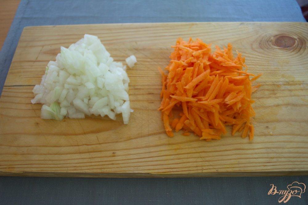 Фото приготовление рецепта: Густой рассольник с курицей и грибами шаг №3