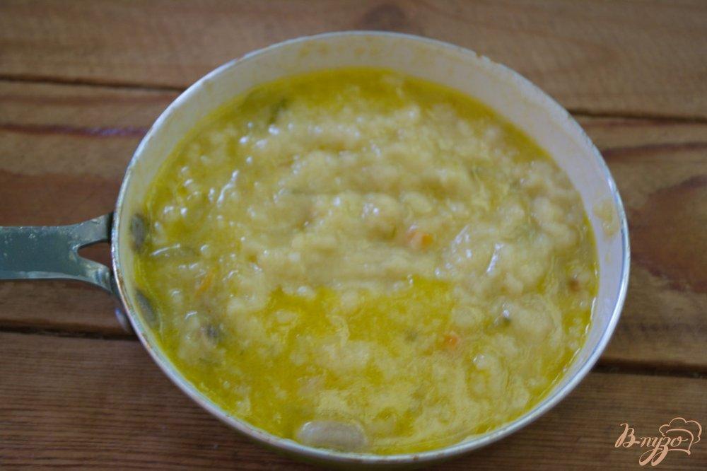 Фото приготовление рецепта: Густой рассольник с курицей и грибами шаг №7