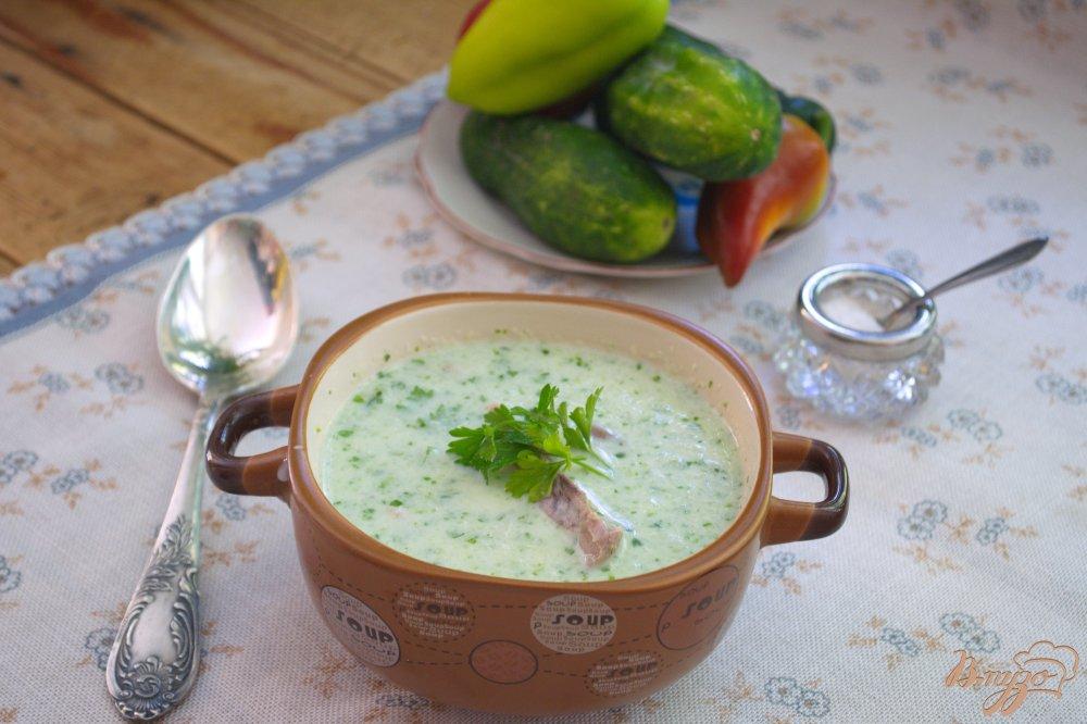 Фото приготовление рецепта: Легкий суп с огуцом, языком и фасолью на кефире шаг №7