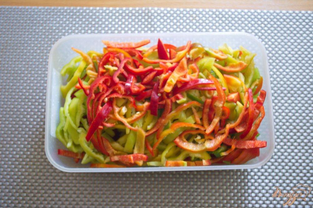 Фото приготовление рецепта: Лечо  из болгарского перца с добавлением яблок шаг №2