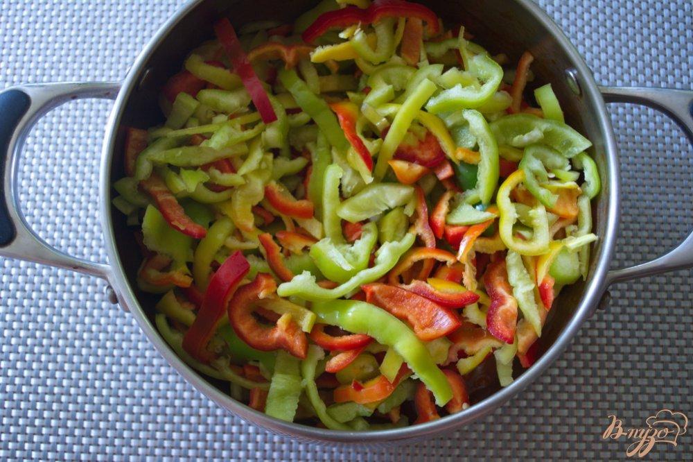 Фото приготовление рецепта: Лечо  из болгарского перца с добавлением яблок шаг №6