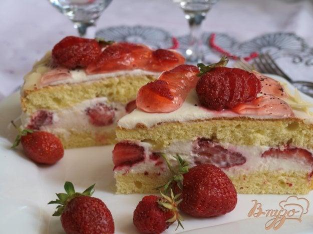 фото рецепта: Торт с клубникой и сливками