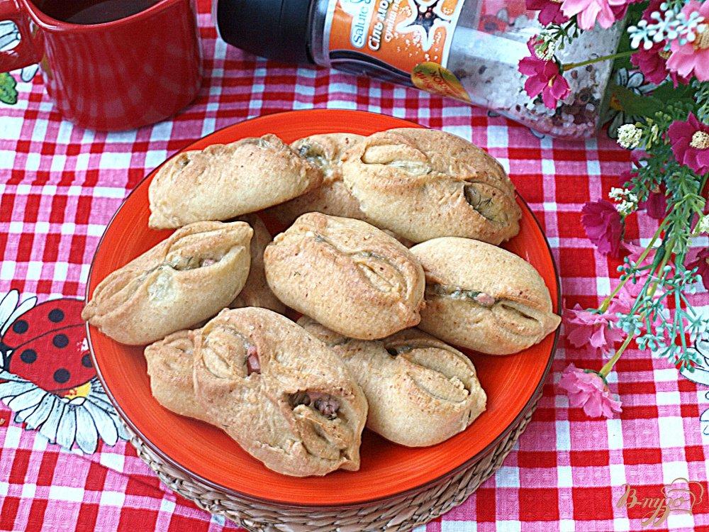 Фото приготовление рецепта: Пирожки с ветчиной и сыром из творожного теста шаг №7