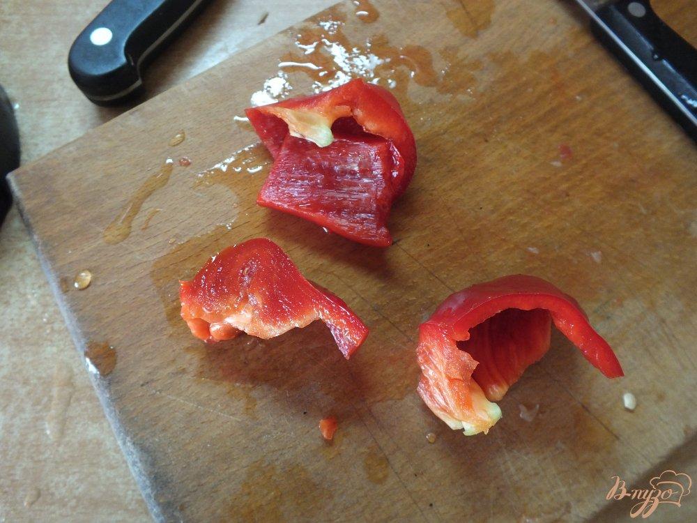 Фото приготовление рецепта: Холодный красный суп-пюре с серым хлебом шаг №3