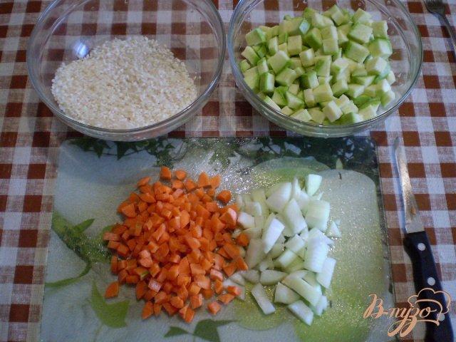 Фото приготовление рецепта: Рисовый суп с кабачком на пупках шаг №3