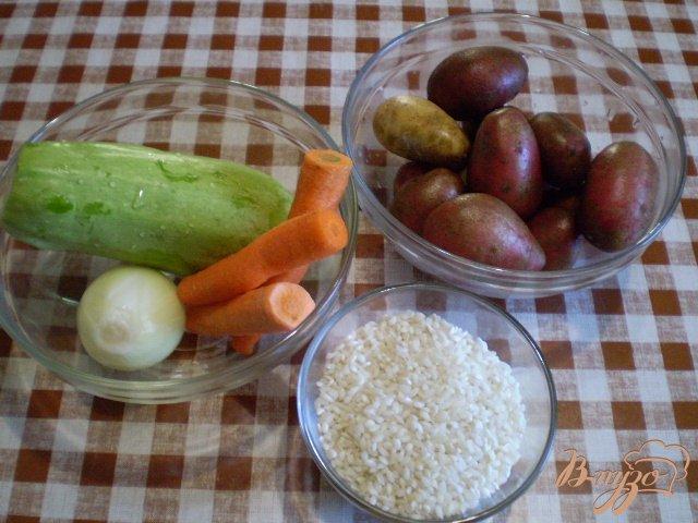 Фото приготовление рецепта: Рисовый суп с кабачком на пупках шаг №2