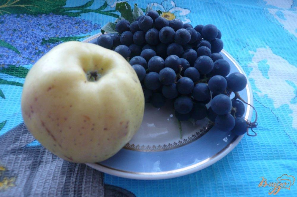 Фото приготовление рецепта: Виноградно-яблочный компот с мятой шаг №1