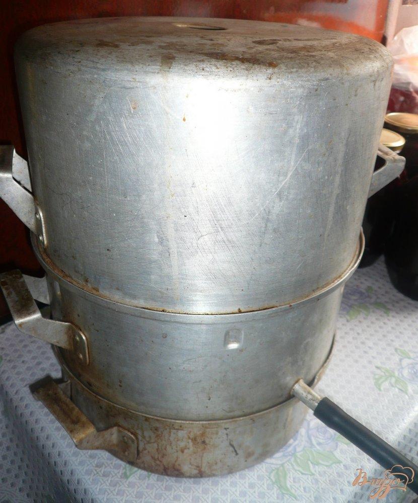 Фото приготовление рецепта: Яблочный сок из соковарки шаг №3