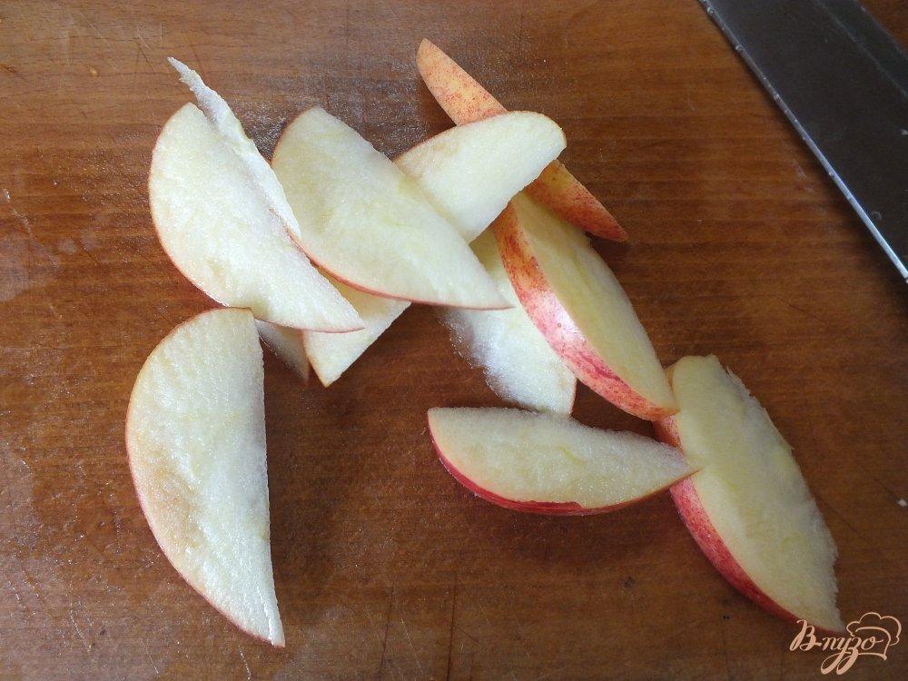 Фото приготовление рецепта: Салат из сладкого перца и яблока шаг №3
