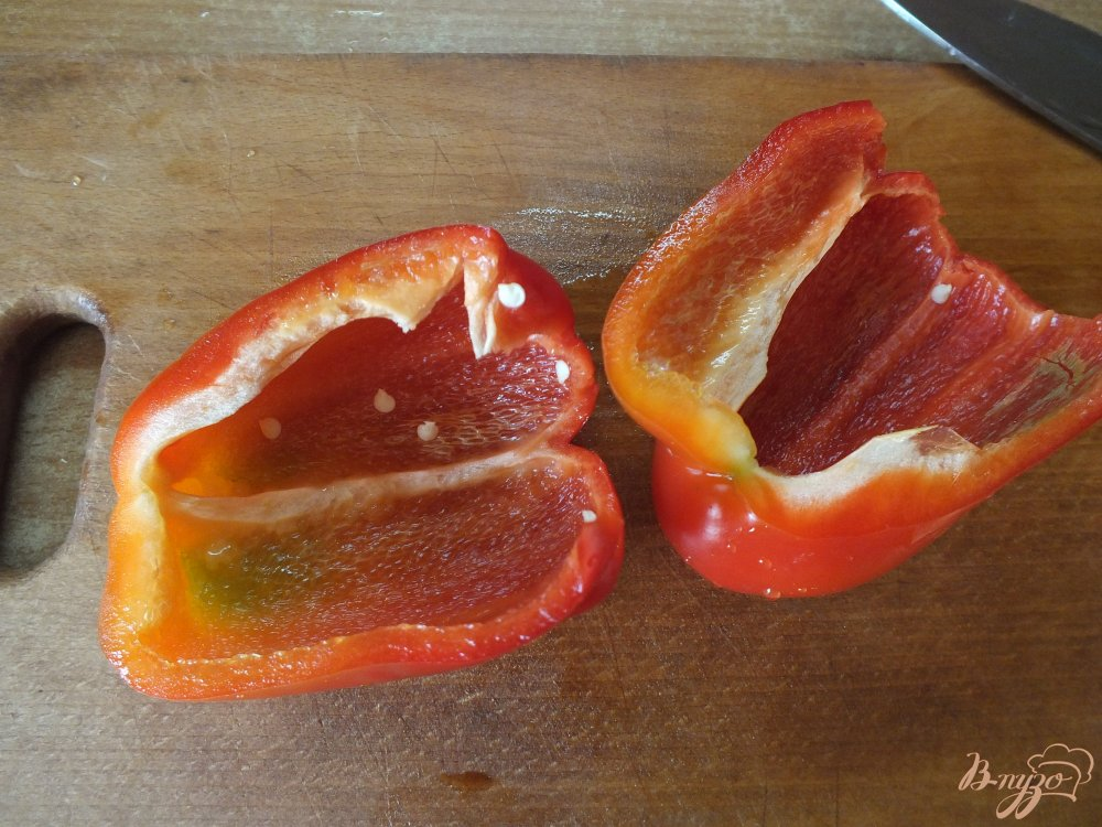 Фото приготовление рецепта: Салат из сладкого перца и яблока шаг №1