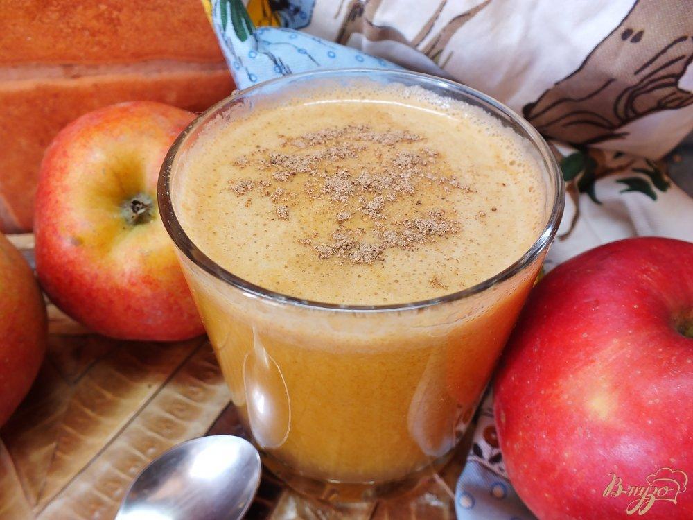 Фото приготовление рецепта: Тыквено-яблочный фрэш с корицей шаг №6