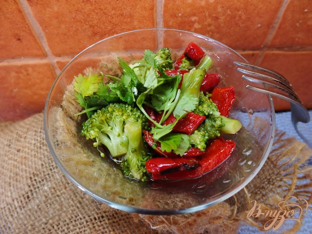 Рецепт Салат из отварной брокколи и печеного перца