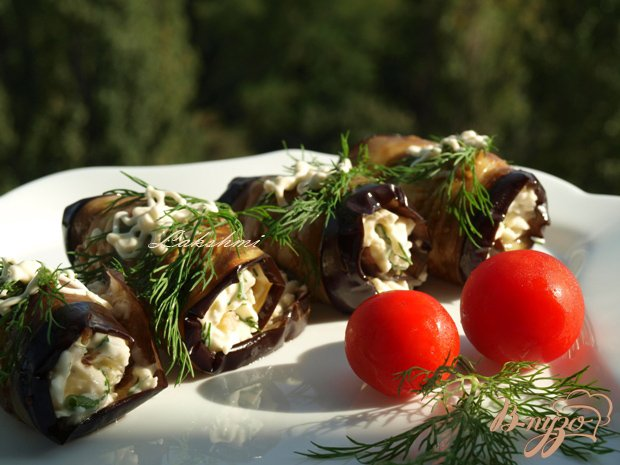 Рулетики из баклажанов с брынзой и грецкими орехами