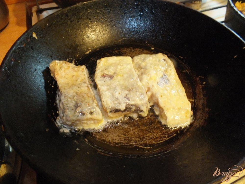 Фото приготовление рецепта: Хек в кляре шаг №4