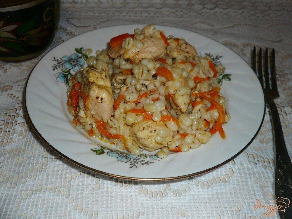 Фото приготовление рецепта: Перловая каша с курицей в мультиварке шаг №6