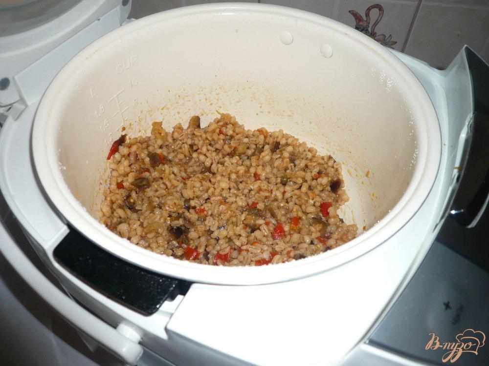 Фото приготовление рецепта: Перловая каша с баклажанами шаг №6