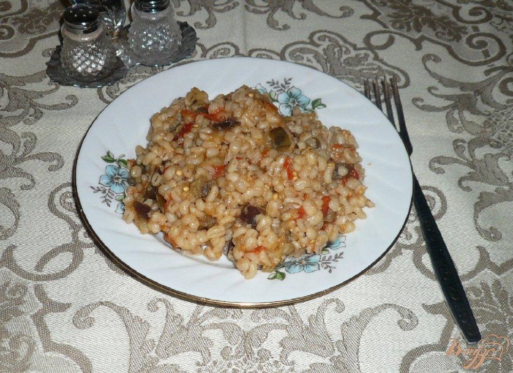 Фото приготовление рецепта: Перловая каша с баклажанами шаг №7