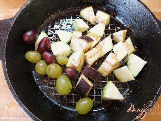 Салат с сыром и базиликом из печеных овощей