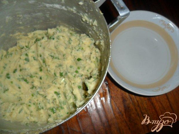 Картофельные пирожки с зеленым чеснаком и петрушкой