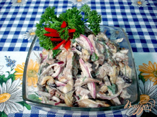 Салат из сердца с баклажанами и грибами