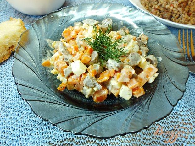 Салат из моркови, яиц и куриных желудков