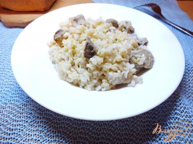 Неочищенный рис в горшочке с куриными желудками и соевым соусом