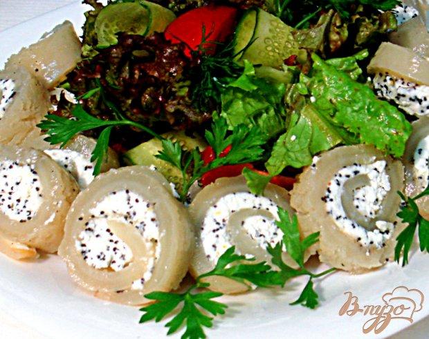 Кальмары фаршированные с салатом