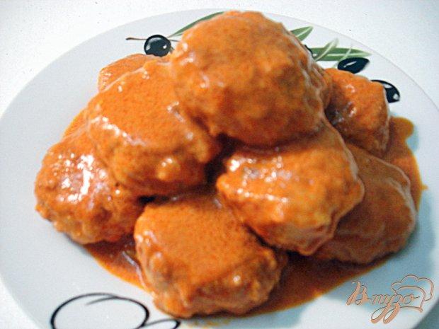 Тефтели под томатно-сметанным соусом
