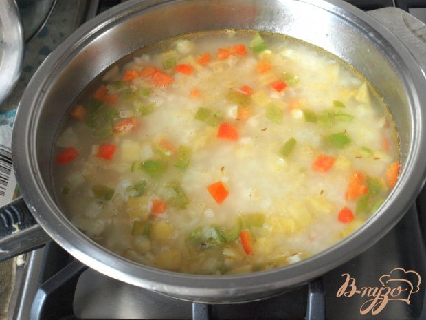 Форель запечённая в горчичном соусе и рисовый гарнир с перцами и кукурузой