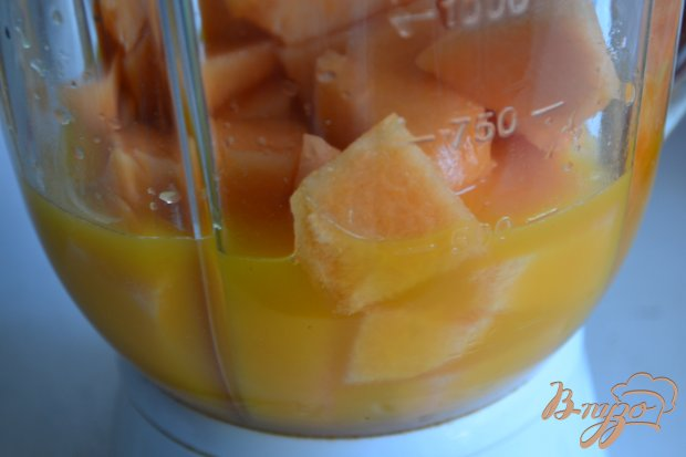 Апельсиново-дынный коктейль с водкой